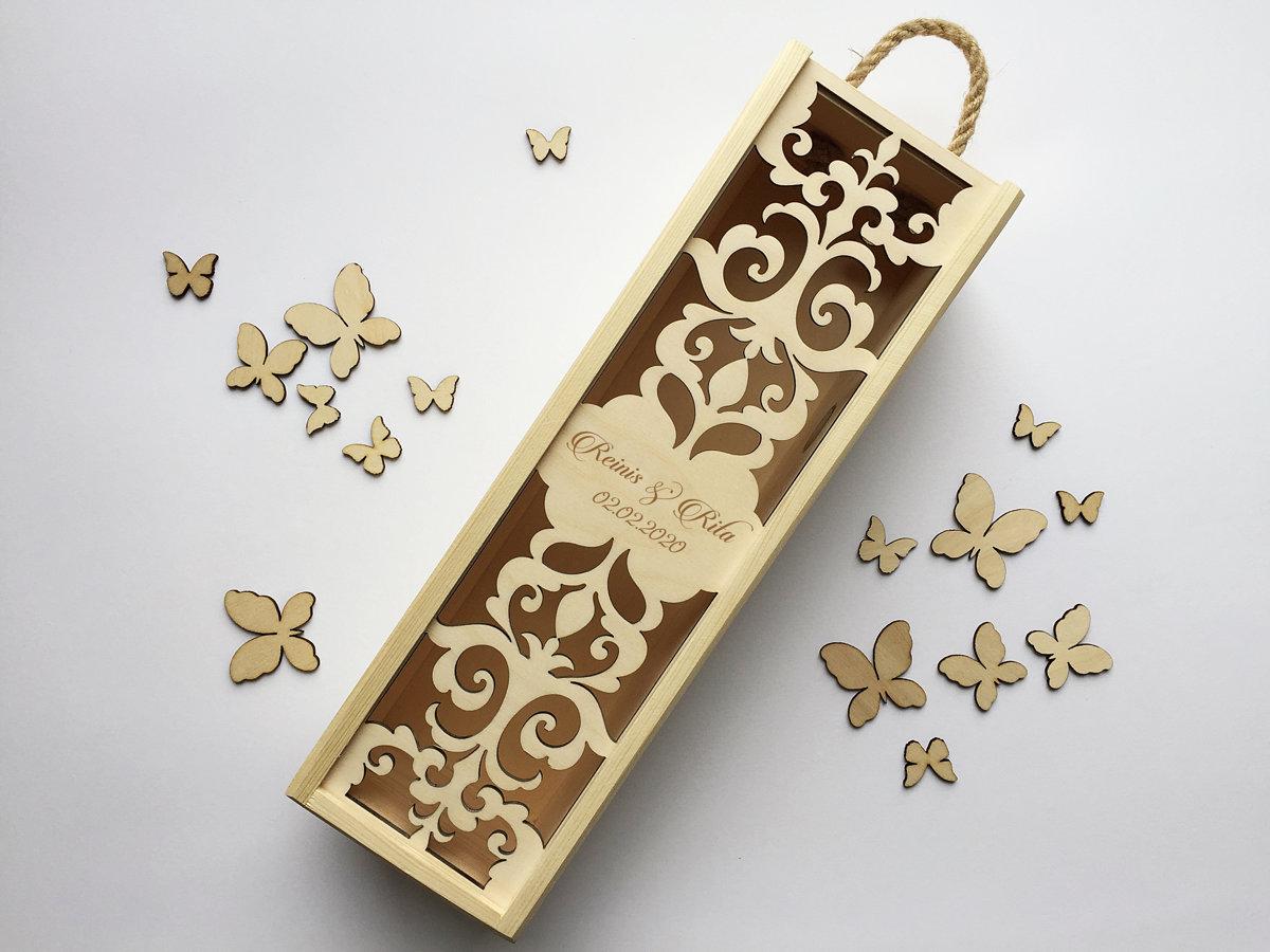 Vīna kaste ar ornamentu un gravējumu